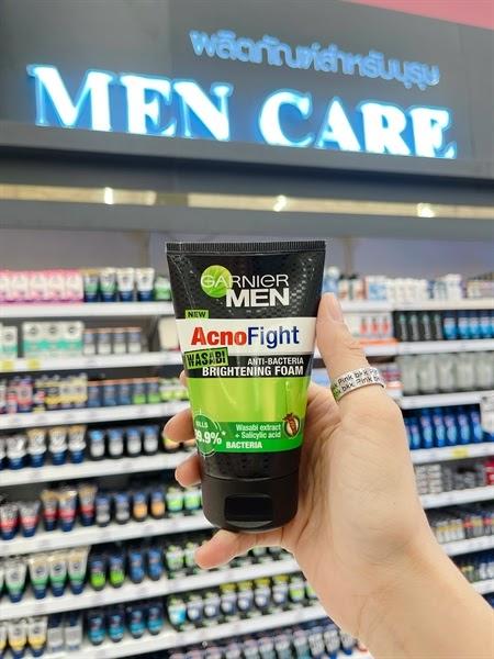 Review Sữa rửa mặt trị mụn cho nam Garnier Men Acno Fight