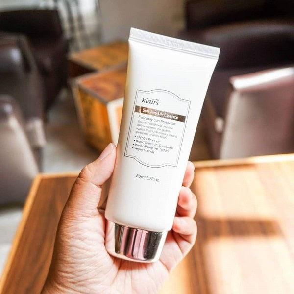 Review Kem chống nắng làm sáng da, giảm bóng nhờn Klairs Soft Airy UV Essence SPF50 PA++++