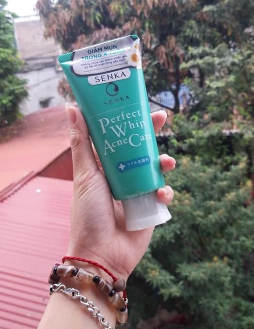 Review Sữa rửa mặt cho da dầu mụn Senka Perfect Whip Acnes Care