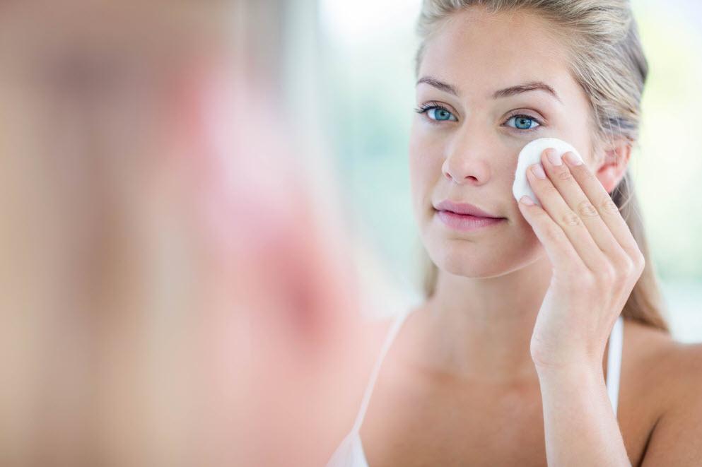 Cách sử dụng nước tẩy trang cho da dầu mụn