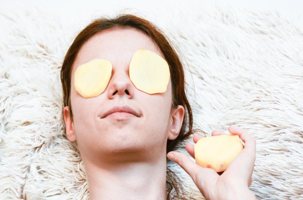 Cách trị thâm quầng mắt bằng khoai tây