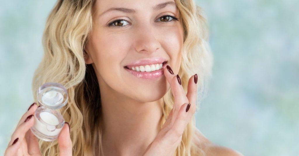 Top sản phẩm tẩy tế bào chết môi